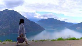 La visi?n desde Cliff To The Adriatic Sea, Montenegro almacen de metraje de vídeo