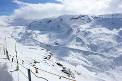 La visión desde el Rothorn 3.103 m muestra los picos más altos de las montañas suizas Valais, Switzerland Foto de archivo