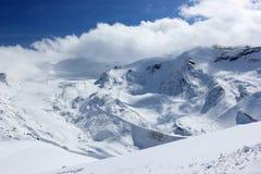 La visión desde el Rothorn 3.103 m muestra los picos más altos de las montañas suizas Valais, Switzerland Imagen de archivo libre de regalías