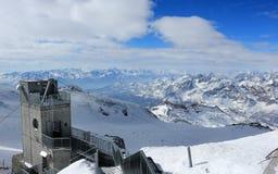 La visión desde Klein Cervino 3.883 m muestra los picos más altos de las montañas suizas Valais, Switzerland Fotografía de archivo libre de regalías
