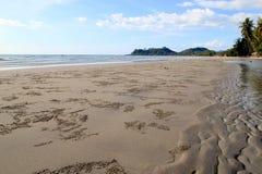 La visión desde la playa de Khlong Phrao Foto de archivo