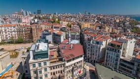 La visión desde la torre de Galata al horizonte de la ciudad con el timelapse rojo Bosphorus, Estambul, Turquía de los tejados y  metrajes