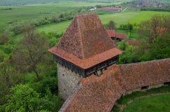 La visión desde la torre de Viscri fortificó la iglesia (castillo), Transylvani foto de archivo libre de regalías