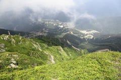 La visión desde las montañas al valle Imagen de archivo libre de regalías