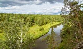 La visión desde las orillas rocosas del río Irtysh, Imagenes de archivo