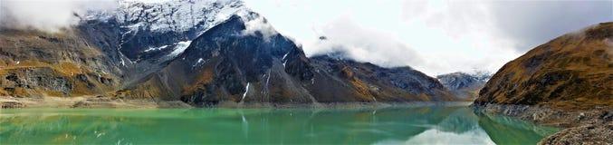 La visión desde las presas de Kaprun en Zell considera Imagen de archivo libre de regalías