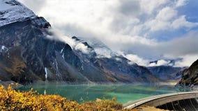 La visión desde las presas de Kaprun en Zell considera Imagenes de archivo