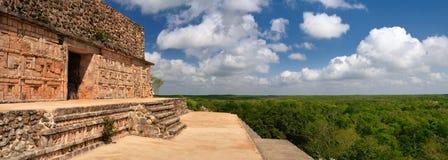 La visión panorámica desde la una de las pirámides más hermosas del th Foto de archivo