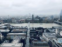 La visión sobre Londres está encantando imagen de archivo libre de regalías