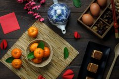 La visión superior tiró de Año Nuevo chino de la decoración del arreglo y lunar Fotografía de archivo libre de regalías