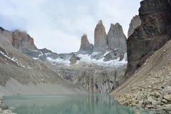 La visibilité directe Cuernos fait une pointe en parc national de Torres del Paine, Chili Photo libre de droits