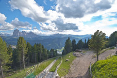 La visión desde arriba de Ortisei funicular Imagen de archivo libre de regalías