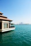 La visión desde el chalet de lujo en la palma Jumeirah Fotografía de archivo libre de regalías