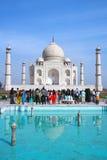 La visite Taj Mahal de personnes Photos stock