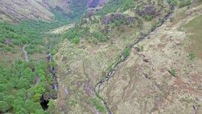 La vista aérea de la cañada llamó a Nevis al sur de Ben Nevis, Escocia almacen de video