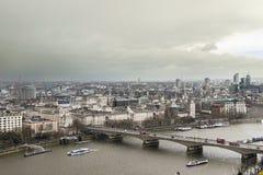 La vista aérea de la ciudad de Londres y el río Támesis de Londres observan Fotografía de archivo