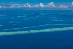 La vista aérea de los atolones de Maldivas es la belleza del top del mundo Turismo de Maldivas fotos de archivo