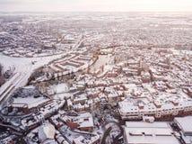 La vista aérea de la nieve comprometió las redes de carreteras del carril y  Foto de archivo