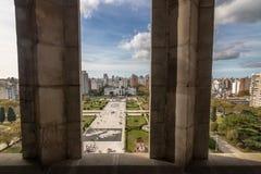 La vista aérea de la plaza Moreno y el palacio municipal de la catedral se elevan - provincia de La Plata, Buenos Aires, la Argen fotos de archivo