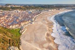 La vista aérea escénica del paisaje marino y la costa de la playa de Miradouro popular hacen el punto de vista de Suberco en la c fotos de archivo libres de regalías