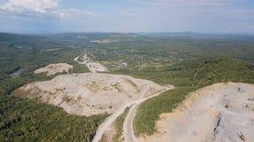 La vista aerea da sopra della miniera è situata in Russia immagine stock
