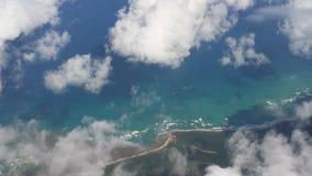 La vista aerea dell'isola si appanna il cielo del mare Immagini Stock