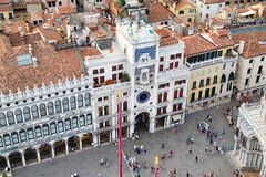 La vista aerea della st segna il quadrato con la torre di orologio a Venezia immagini stock libere da diritti