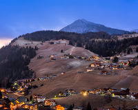La vista aerea di Selva Val Gardena nella sera, Val Gardena, fa Immagine Stock Libera da Diritti