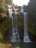 La vista agradable de la cascada de Tak Yueng en la provincia Laos de Jampasak Foto de archivo libre de regalías