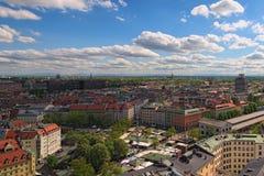 La vista al Viktualienmarkt antiguo es un mercado diario de la comida y un cuadrado en el centro de Munich fotografía de archivo libre de regalías