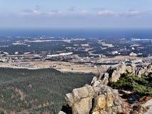 La vista alla città di Sokcho dal picco della roccia Fotografia Stock