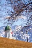 La vista Behide lo stato Campidoglio dell'Utah Immagini Stock