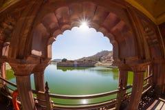 La vista capítulo de la miel entonó a Amber Fort impresionante, atracción turística famosa en Jaipur, Rajasthán, la India Luz del Imagenes de archivo