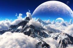 La vista celeste di neve ha ricoperto le montagne e un pianeta straniero Immagine Stock Libera da Diritti
