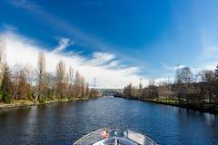 La vista che si dirige all'unione del lago da Salmon Bay fotografie stock