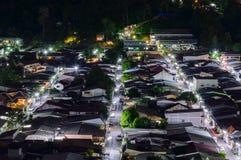La vista da alta costruzione vede a Amphoe Kathu nella notte, Phuket Tailandia Fotografie Stock