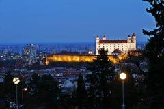 La vista da Slavin sul castello di Bratislava Fotografia Stock Libera da Diritti