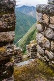 La vista da una pietra di inca rovina la città verticale Fotografia Stock