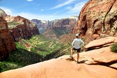 La vista dal canyon trascura in Zion National Park Fotografia Stock