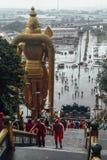 La vista dall'alta entrata con pioggia di Batu scava vicino a Kuala Lumpur, Malesia Fotografie Stock