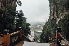 La vista dall'alta entrata di Batu scava vicino a Kuala Lumpur, Malesia Fotografia Stock Libera da Diritti