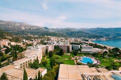 La vista dall'hotel sulla passeggiata di Becici Immagine Stock