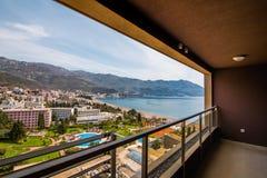 La vista dall'hotel sulla passeggiata di Becici Fotografia Stock