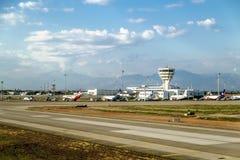 La vista dalla pista dell'aeroporto di Adalia in Turchia immagine stock