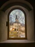 La vista dalle finestre della chiesa Fotografie Stock Libere da Diritti