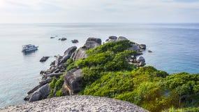La vista dalle scogliere sull'ottave delle isole di Similan in Tailandia Fotografia Stock