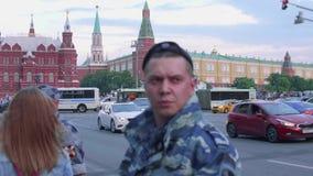 La vista de coches en el camino con las banderas y el aftter rusos Rusia de las fans ganada hace juego Rusia contra España almacen de metraje de vídeo