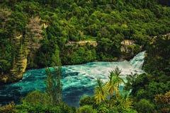 La vista de Huka baja en Taupo, Nueva Zelanda fotografía de archivo