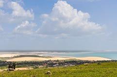 La vista de Jericoacoara de una colina, el Brasil Imagenes de archivo