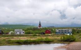 La vista de Kautokeino es el municipio en el condado de Finnmark, el pueblo de Guovdageaidnu/Kautokeino y el río de Guovdageaidnu imágenes de archivo libres de regalías